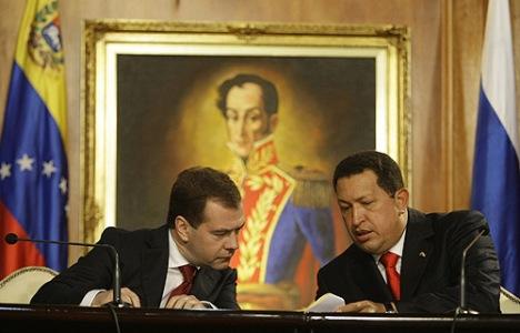 צ'אבז עם מדבדב - הרוסים מחפשים להקים בסיס ימי בוונצואלה. צילום: הקרמלין