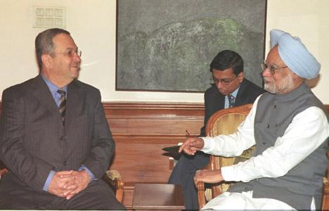 ראש ממשלת הודו היוצא, מנמוהנג סינג עם ברק - היחסים בין הודו לישראל עומדים בפני שדרוג? צילום: ממשלת הודו